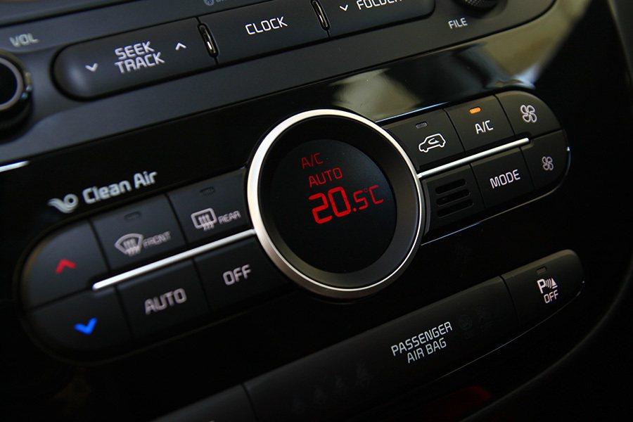 除了善用內外循環外,部分車款還提供空氣淨化功能。 記者敖啟恩/攝影