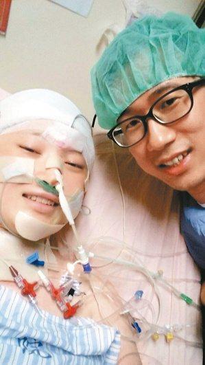 醫師王樹偉2年前治療20歲陳姓患者塗護唇膏,引起廣大回響,許多網友更關心「護唇膏...
