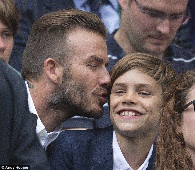 貝克漢地送吻給羅密歐,父子情深的模樣令人會心一笑。圖/擷自每日郵報