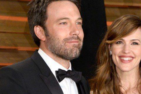 好萊塢巨星班艾佛列克與珍妮佛嘉娜,今天(1日)發表聲明,宣布離婚。據外媒報導,班艾佛列克與珍妮佛嘉娜已結婚十年;兩人本周一才剛滿結婚十周年。兩人今天共同發表聲明,經過仔細的考量後,兩人決定結束這段婚...