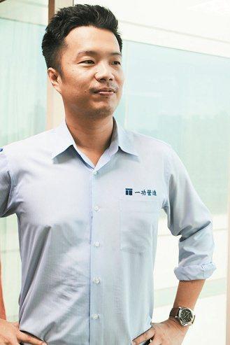 林哲鋒是建商第二代,每天早上七點上班、跑工地,不敢鬆懈。 攝影/張世雅 圖片...