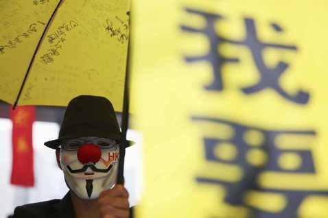 不離地的閱讀香港:讀陳奕廷《傘裡傘外:民主前夕的香港故事》