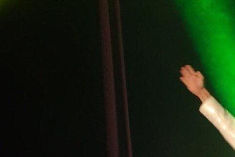 林志穎帶著兒子KIMI大跳他的成名曲「不是每個戀曲都有美好回憶」,這種畫面你見過沒?最近林志穎就在兒子的學成果展中實現了!父子倆都穿上當年招牌紅色外套打歌服邊唱邊跳,讓林志穎忍不住在微博寫道:「今天...