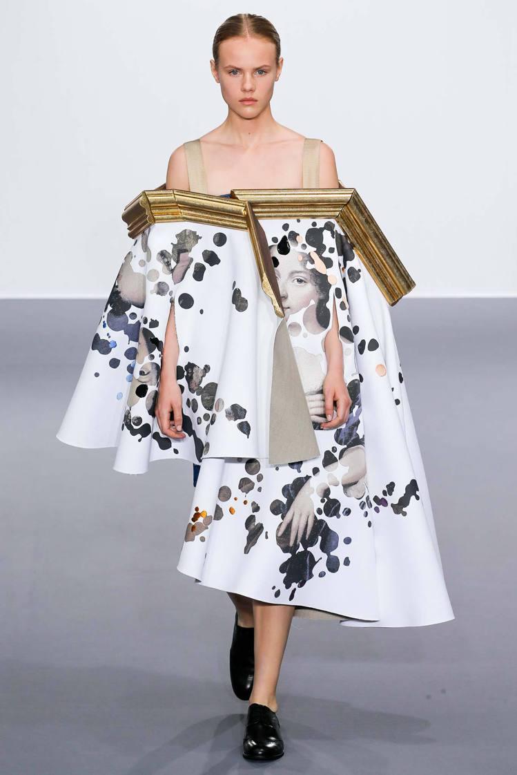 時尚品牌 Viktor & Rolf 在2015秋冬訂製時裝週中再度帶來搞怪摩登...