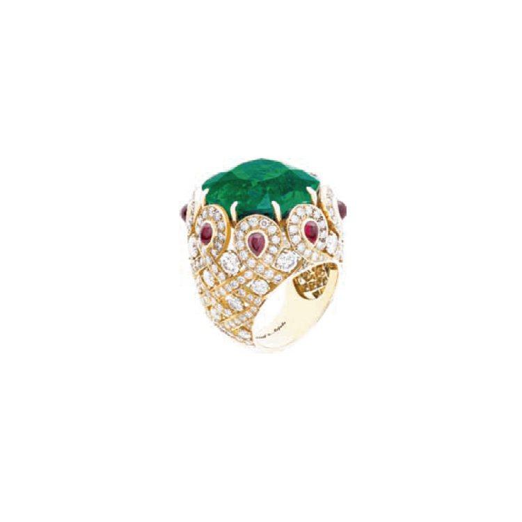 黃K金、圓形切割鑽石、蛋面切割紅寶石、中央鑲嵌27.81克拉枕形切割哥倫比亞祖母...