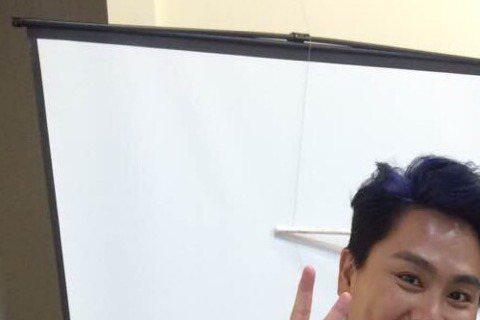 王仁甫12日和老婆季芹出席公益活動,他表示探視病童時唱了「我難過」撫慰小朋友,「以前我和孫協志是主唱,小朋友想聽這一首,我獨唱也是OK」,對於和李沛旭的恩怨,他不願再多談,只笑說「希望下一次錄影,氣...