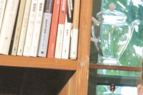 楊千霈、張勛傑、狄志杰演出夢田文創與故事工廠首次合作大型舞台劇「男言之隱」,12日舉辦「閱樂沙龍」分享會,現場粉絲、網友提問「男人是否都有一個忘不了的前女友?」、「另一半太黏怎麼辦?」等男女愛情問題...