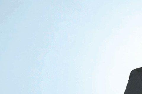 竇智孔與黃姵嘉為三立、東森「好想談戀愛」甜蜜拍攝試婚紗戲,不過兩人戲外都只想辦場簡單的婚禮,不一定要穿婚紗,有親友的祝福、辦個溫馨的派對就足夠。竇智孔與女友感情穩定,當天似乎還特地「諮詢」,和婚紗店...