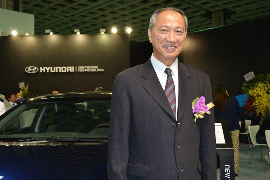 台灣三陽工業董事長張宏嘉正在評估未來 ix35Fuel Cell燃料電池車引進台...