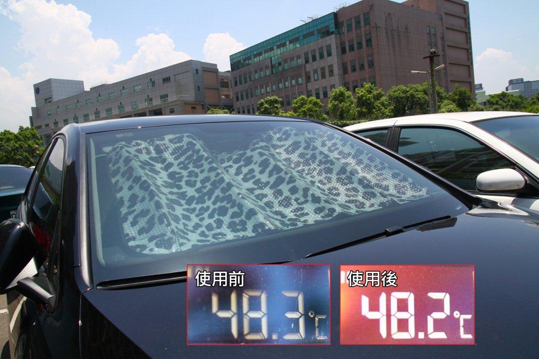 單純只有前擋隔熱板降溫效果不大,建議全車安裝效果更佳。 記者敖啟恩/攝影