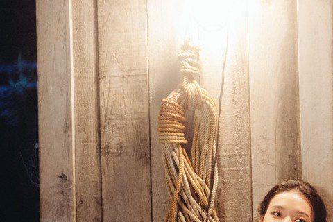 任賢齊為執導的電影處女作「落跑吧愛情」寫新歌「愛上夏天」,MV以劇中劇的形式展現電影片段,任賢齊在MV中演繹三重身分,除了主演、歌手,他也以導演身分在影院中欣賞自己的作品。此外,任賢齊還將「愛上夏天...