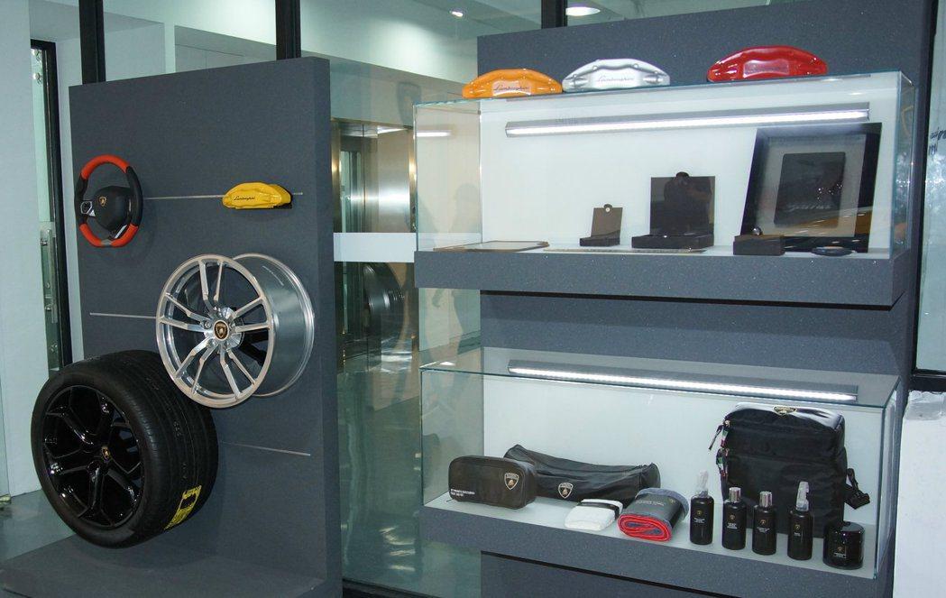 服務廠旁也提供原廠相關精品讓車主選購。 記者林翊民/攝影