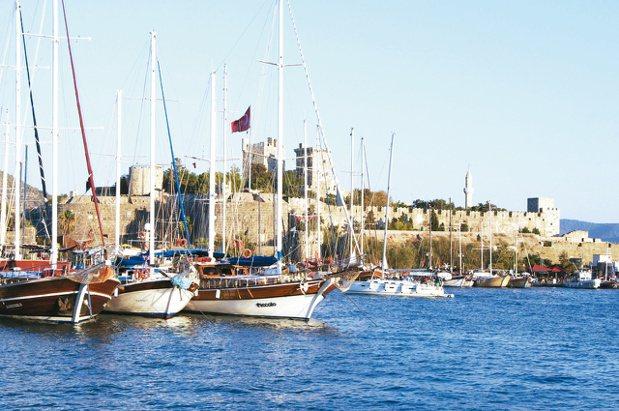古堡、港口、 碧海、藍天,Bodrum是土耳其地中海岸的游船起點,也是這幾年的熱...