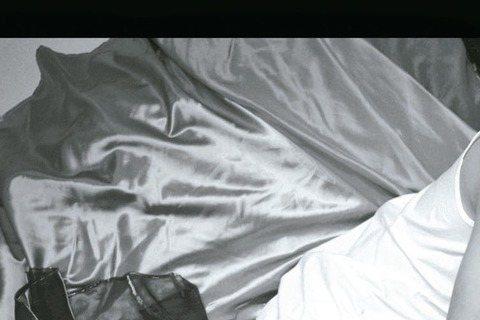 日本歌手濱崎步與台灣男團SpeXial合作歌曲「Sayonara feat. SpeXial」,日前SpeXial前往日本拍攝MV,導演安排團員偉晉和晨翔與濱崎步有親密床戲,2個小男生緊張得全身僵硬...