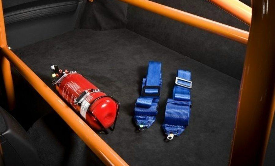 車內備妥滅火器十分重要。 摘自BMW.COM