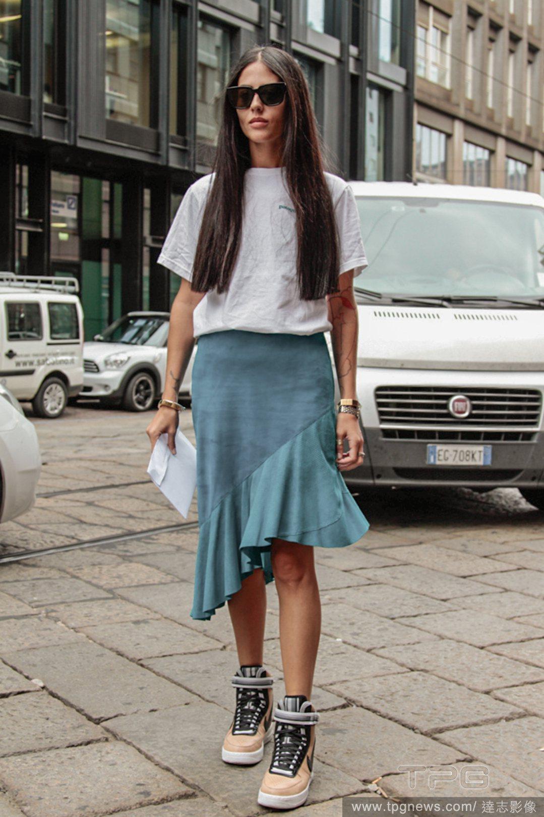 「裙子配球鞋」的造型,很多男人看不太懂。圖/達志影像