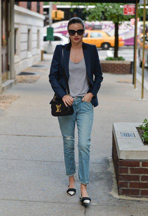 一個人的生活也可以很精采,Miranda Kerr被拍到一個人漫步在紐約街頭。圖...