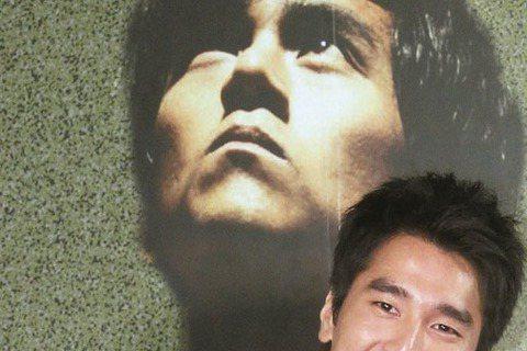鳳小岳宣布將為人父,包括經紀公司老闆李烈、合作「女朋友。男朋友」的張書豪、「艋舺」裡「太子幫」的阮經天與趙又廷、他首部電影「九降風」導演林書宇等都獻上祝福。