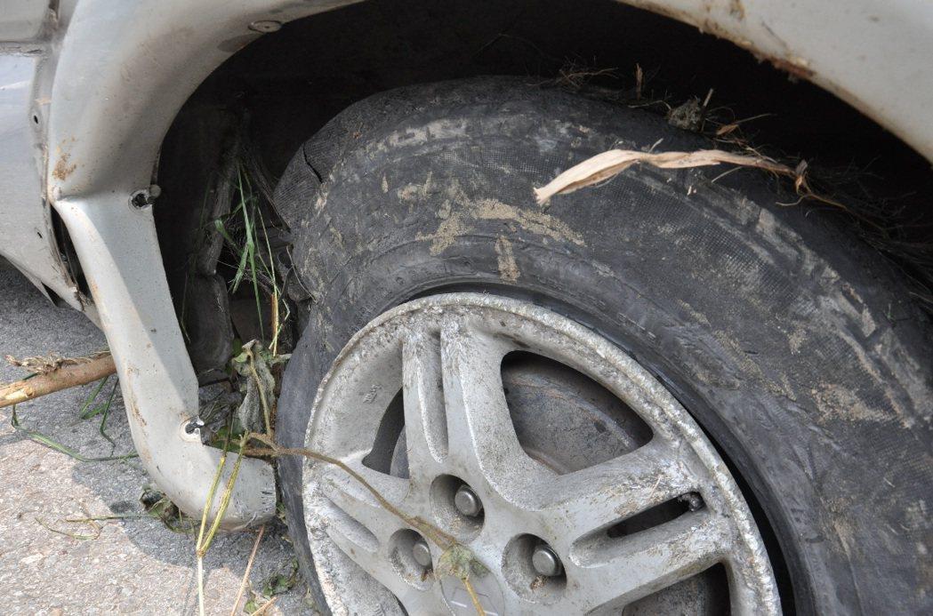 夏季高溫時常飆破36度以上,也因如此,高速公路爆胎事故頻傳。 記者黃茹婷/攝影