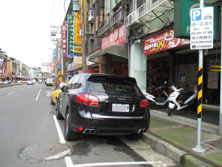 台北市路邊免費停車格將全面收費。 報系資料圖片
