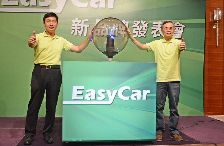 匯豐汽車總經理江展魁(圖右)表示,Easy Car是為網路世代打造功能最強的賞車平台。 記者趙惠群/攝影