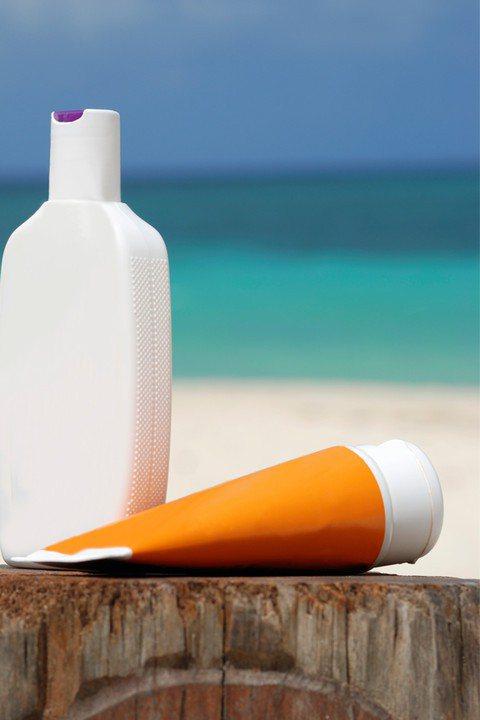 邱品齊醫師也建議消費者在選購防曬品時,除了防曬標示之外,對於品牌信用也要考慮進去...