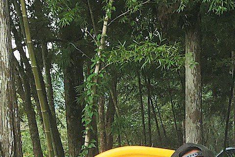 「春梅」殺青後,Darren(邱凱偉)隨即投入新戲「700歲旅程」拍攝,日前在烏來山上拍戲,好友張翰特地開車探班,導演鄧安寧見到張翰就虧:「是來探哪個女友的班啊?」張翰笑說Darren就是他的「女友...