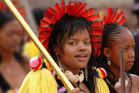 史瓦濟蘭公主參加蘆葦舞祭典。 圖片/維基共享