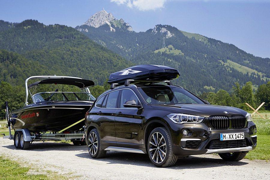擁有渦輪動力的充沛扭力輸出,要拖船都沒問題。 BMW提供
