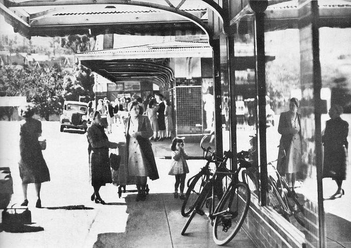 1948年亞隆(Yallourn)商店街的樣貌。 圖/維基共享