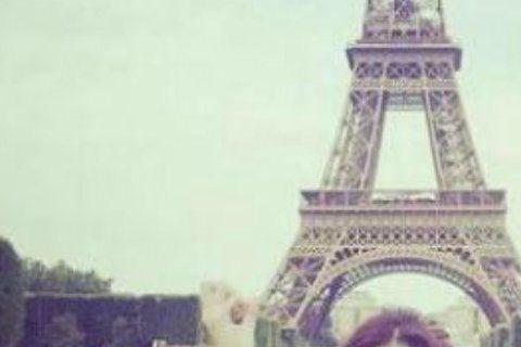 今年3月結束8年情的阮經天與許瑋甯,近幾月頻傳復合有望。繼5月時被網友目擊在台北大稻埕合吃一盤炒飯,最近又被發現去巴黎的時間點疑似相同。本月初許瑋甯赴巴黎旅行一個月,當時被問阮經天是否同行,被她否認...