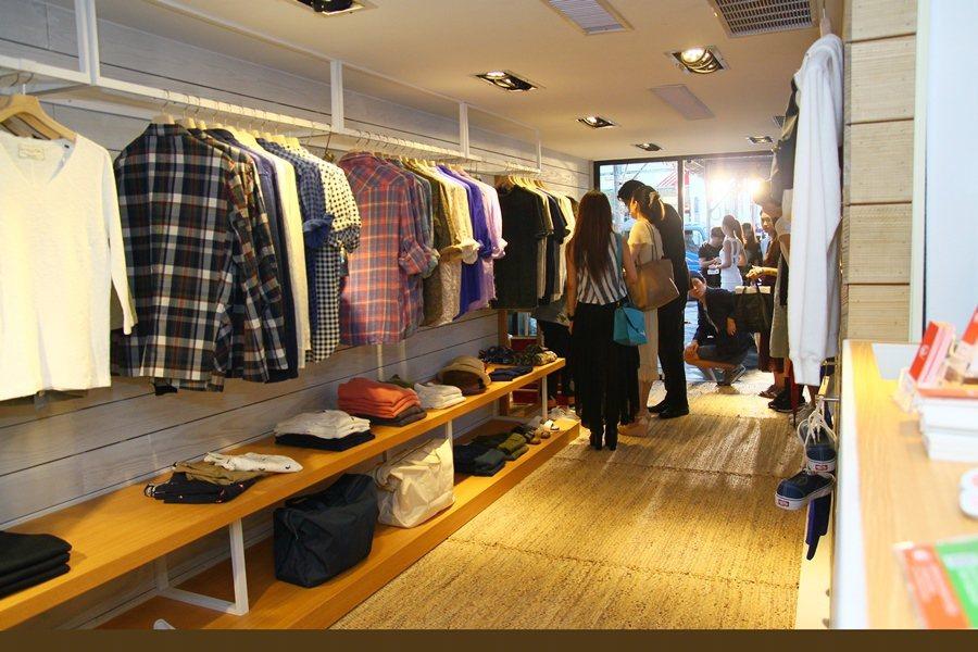 除了展示RC F,呈現另類潮味藝術,與BEAMS限定店還獨家販售新款服飾配件穿搭...
