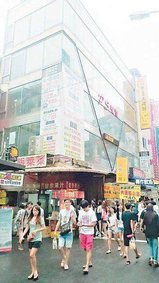 台中一中街店面以每坪逾千萬元成交,創下全台店面最高價。 台灣房屋/提供