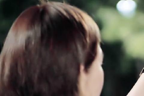 金秀賢最近被爆出有個同父異母的妹妹金珠娜,他23日透過經紀公司發表聲明,承認自己並非獨生子,但他也表明和金珠娜並不常聯絡,僅低調祝福其發展順利。據了解,他之所以總是對外謊稱為獨生子,是不希望複雜的家...