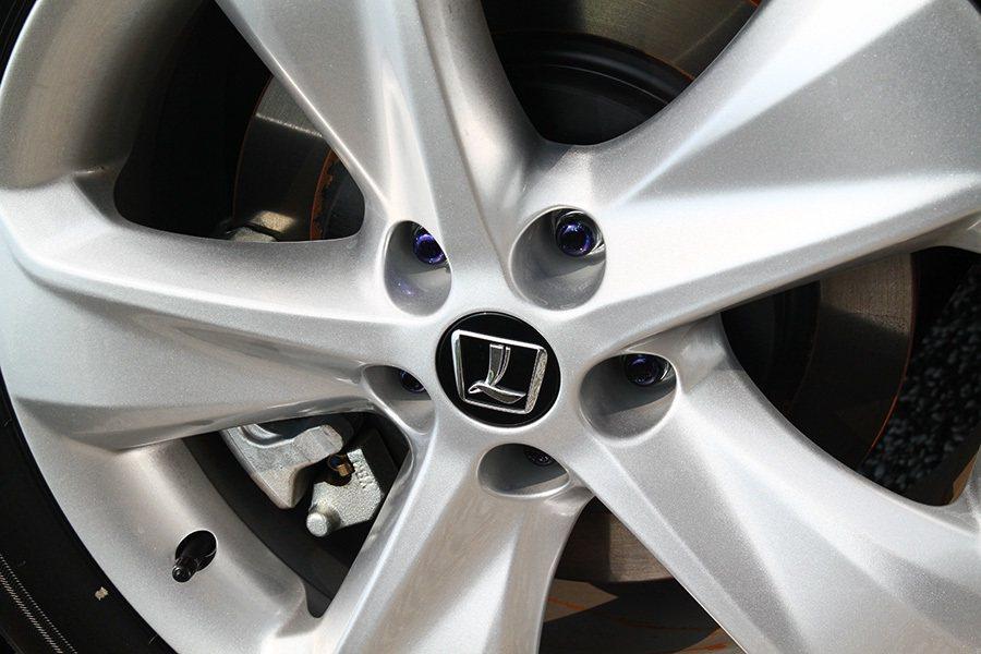 全車系標配18吋鋁合金輪圈。 記者敖啟恩/攝影