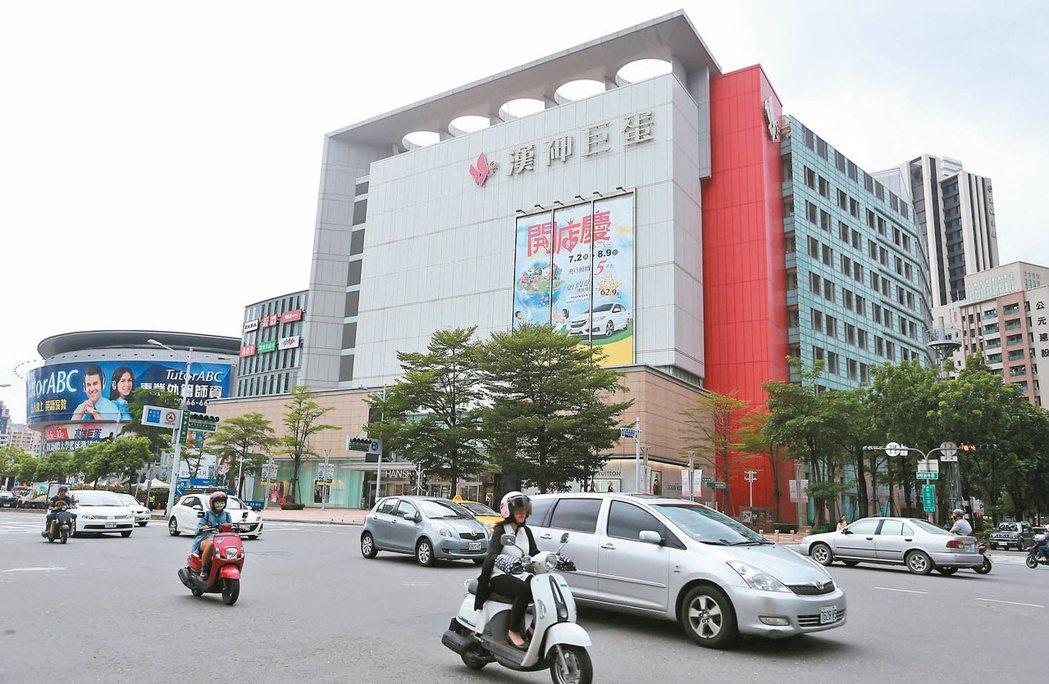 高雄漢神巨蛋百貨是巨蛋捷運附近最佳商圈。 記者劉學聖/攝影
