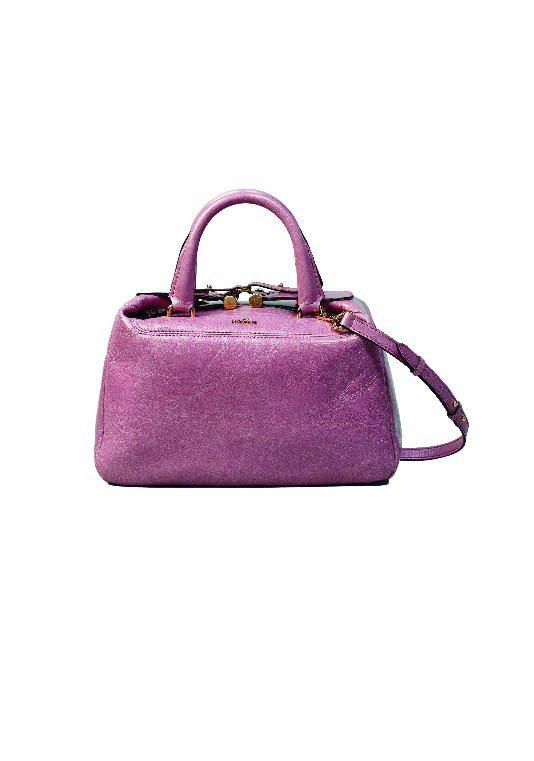 HOGAN粉紅皮革手提肩背包、31,900元。圖/HOGAN提供