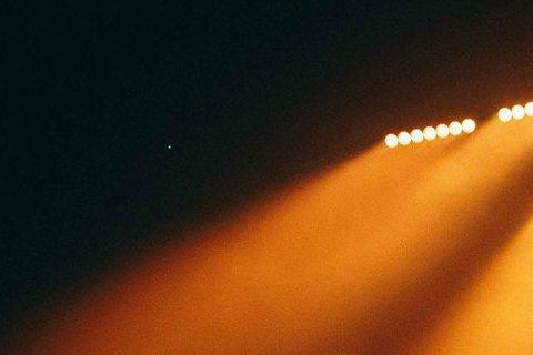 第3度來台的美國天團魔力紅(Maroon 5)台北演唱會確定加場,在原訂9月14日隔天15日加開一場。首場門票在4月開賣時,18分鐘內被搶空,炙手可熱的程度讓黃牛把新台幣6800元的門票炒至3萬元,...