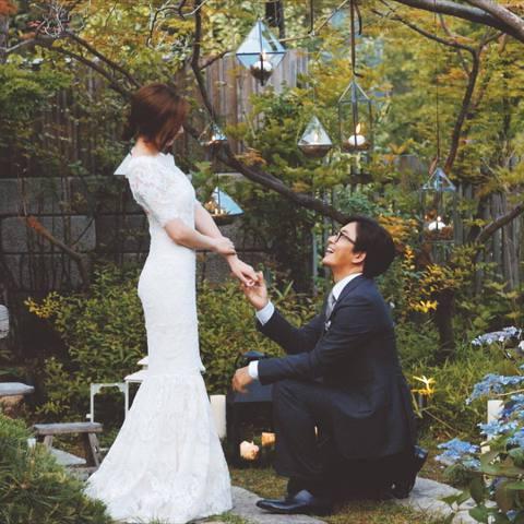 「勇樣」裴勇俊今天下午5點將於女星朴秀珍舉行婚禮,他在自己的IG上分享了單膝下跪求婚照,還傳達了婚前的緊張心情「抱著緊張又悸動的心情在前往婚禮的路上」,真是超閃的呀!據悉,他們的婚禮將在華克山莊舉行...