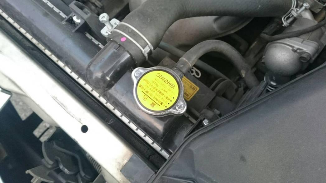 若風扇正常,切記不要立刻打開水箱檢查,因為此時水箱溫度相當高。 記者林翊民/攝影