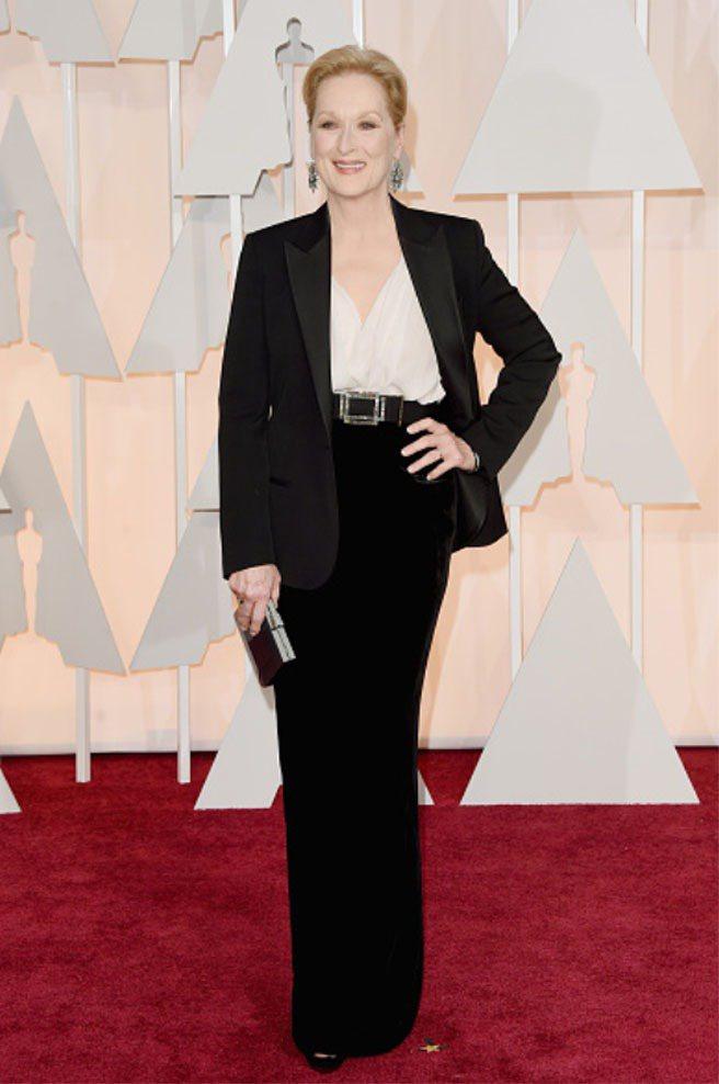 梅莉史翠普穿LANVIN黑色套裝搭長裙,展現影后自信美。圖/LANVIN提供