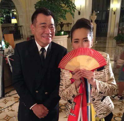白雲(左)臨陣被徵調赴廣州拍電影,和他演對手戲的是恬妞。圖/讀者提供