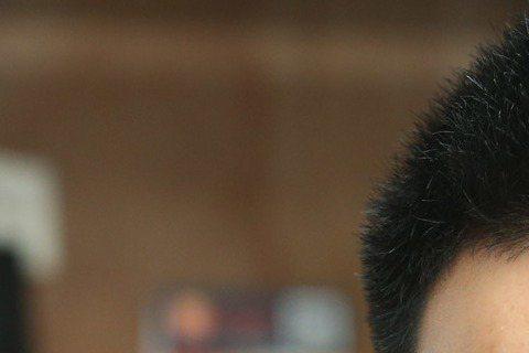 身為國際名導李安之妻、小兒子李淳也在演藝圈嶄露頭角,外界好奇林惠嘉御夫、育子之道,她笑言家中很安靜,並沒有那種親子吵成一團的場面,以前最多是為了兩個兒子申請大學準備文件、送件的流程心驚膽跳,輪李淳要...