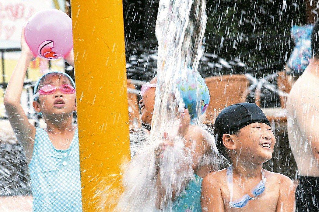 經濟部昨(28)日召開水價評議委員會,通過台北市自來水事業處所提之新版水價公式。...