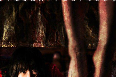 童星徐嬌當年以周星馳「長江七號」一片反串小男生一戰成名,如今已成17歲亭亭玉立少女。今年她與「鬼」才導演彭發合作,演出鬼片「通靈之六世古宅」,片中挑戰一人分飾二角,扮演能夠通靈的孤女,演技令身經百戰...