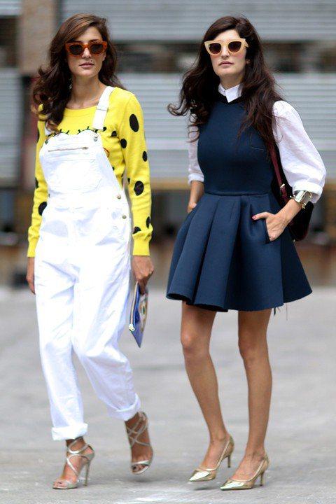 刷白吊帶褲穿搭 摩登街頭風尚。圖/imaxtree