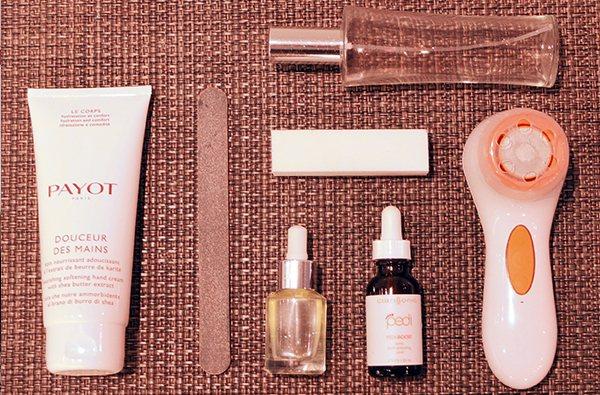 使用的產品:科萊麗音波美足SPA儀、美足SPA果酸煥膚精露、身體化妝...