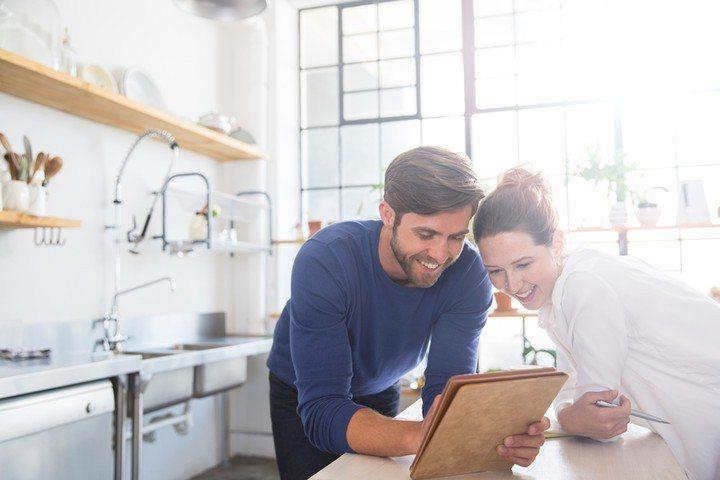 根據內華達大學與華盛頓大學的研究顯示,當一個好的聆聽者在讓人愛上你的原因中佔了很...