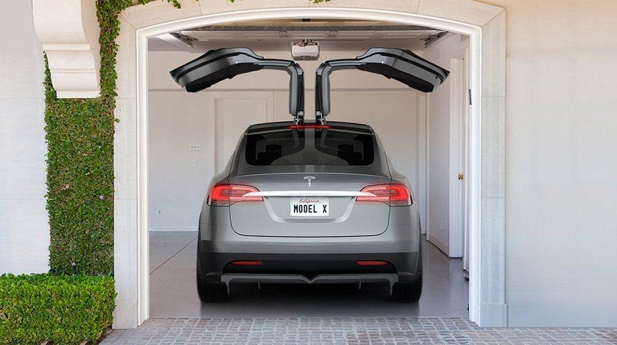 外型類似傳統鷗翼式車門的 Falcon獵鷹式後車門在結構上多了2個轉軸,讓車門能...