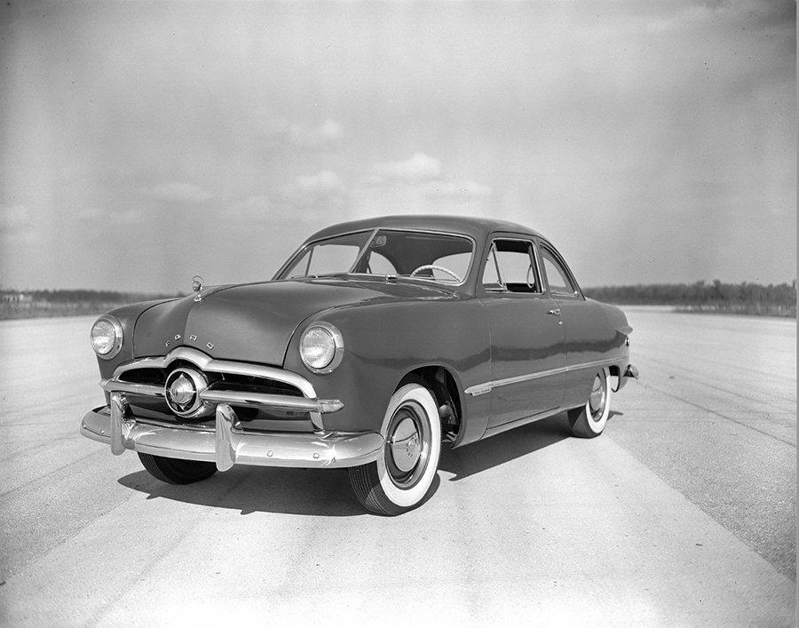 福特於1949年發表了全新Ford汽車。 Ford提供